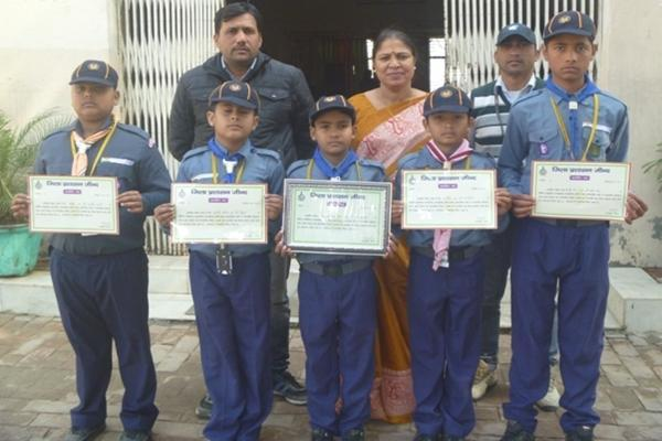 Golden Aero Award Winners honored by Mr. Rajesh Vashisht Regional Director Cub & Bulbul Distt. Jind.